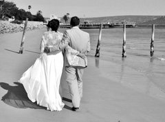 unique wedding pictures can make a great black and white option